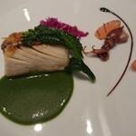 ル レストラン マロニエ - 桜海老のチュイルでカリっと仕上げた鰆のポワレ イタリア産アッラガルムと春菊のソースにグレープフルーツを添えて