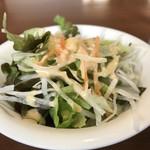 石焼オムライスダイニング クローバーキッチン - こちら、野菜サラダもセットされています(2019.4.25)
