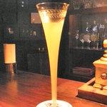 Radio - 美しいグラスに入ったシャンパーニュ