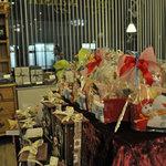 プティ・レザン - 店内のクリスマスギフトコーナーです