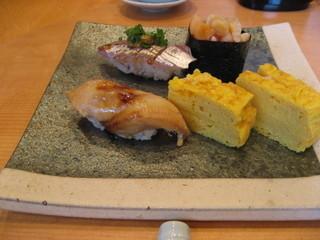 鮨 伊豆屋 - アナゴはとても柔らかくふっくら仕上がっている