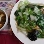 広東飯店 美香園 - あんまり見えないけど、白菜の下には海老がゴロゴロ。