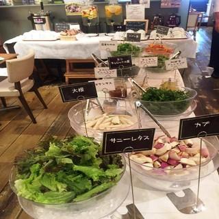 体に優しい直送野菜を堪能!100%無農薬野菜のサラダバー