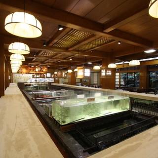 九州最大級の巨大生簀から捌かれる【活魚会席】をご堪能。