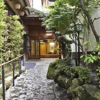 品格と心配りを大切にした、日本古来の細やかな接客。