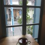 雪岡市郎兵衛 洋菓子舗 - 窓側のカウンター席