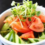 キリンビアホール 麦 - トマトサラダ