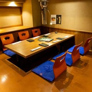 6名様用掘りごたつ席。気軽な飲み会から、女子会など幅広いシーンでご利用頂けます。