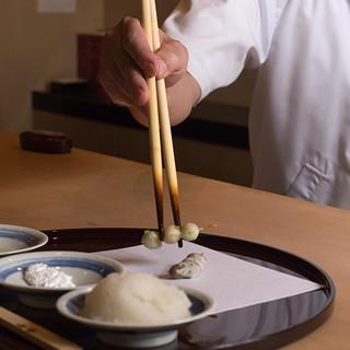 秘伝の油と塩、言語化できない職人の「感覚」が伝統の味を伝える