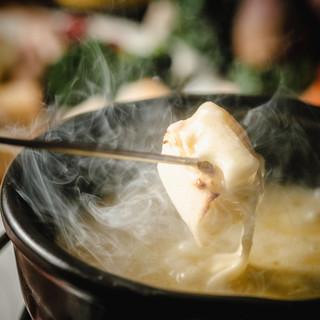 <看板メニュー>本格派のスイス産チーズフォンデュは絶品です!