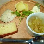 三輪亭 - チーズ盛り合わせ