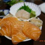 新・函館市場 - サーモン&活ほたて丼