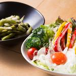 炭火焼きステーキ 肉押し - サラダ+枝豆