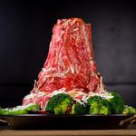 炭火焼きステーキ 肉押し - ローストビーフのタワー