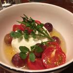 106414331 - トマトとモッツァレラチーズのサラダ