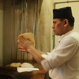 《本場のプロシェフ》日本に招き、本物の味を丹精に手作り!