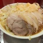 ラーメン タロー 五反田の陣 - 小ブタ(野菜、カラメ、脂多め)