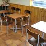 福田パン - 小学校の机と椅子みたいな