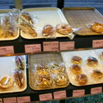 西野屋 - 個別包装済みのパン達