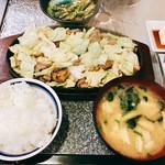 106430760 - 『鉄板焼肉一人前』様(800円)※御飯、味噌汁、小鉢付き。