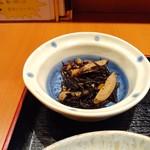 楽 - ヒジキと牛蒡の煮物