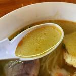 里山の食事処 山小屋亭 - エビ出汁が濃厚ですがサッパリとした味わいのスープ