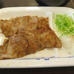 松屋 - 豚肩ロースの焼肉のアップ