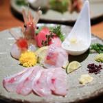 のどぐろ専門 銀座 中俣 - のどぐろのお刺身と、 薄造り鮮魚の五点盛り