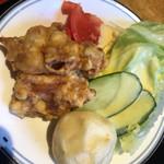 モンテローザ - 小皿  唐揚げ、エビ団子揚げ、サラダ