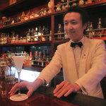 10646051 - 店長の柳瀬さん。オーセンティックと言われながらも博多流の気さくな応対。色々なシチュエーションで楽しめると思います。【写真掲載承諾済】