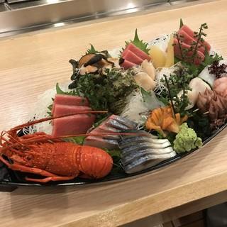 毎日、豊洲から仕入れる旬の鮮魚は≪刺身≫がおすすめ◎
