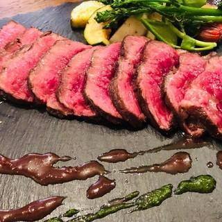 炭釜で焼き上げた塊肉は絶品!心ゆくまでご堪能ください♪