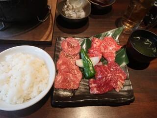 焼肉×ホルモン 蔵月 二子玉川 - 贅沢3種ランチ(厚切りハラミ、A5カルビ、牛タン)