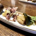 神鮮 和さび - 付だしは、筍土佐煮、ホタルイカの酢味噌和え、つぶ貝