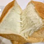 純生食パン工房 ハレパン - 純生食パン ちぎってみた