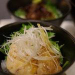ドンブリオ - ねぎ塩ソースの蒸し鶏丼(小丼セットにて)