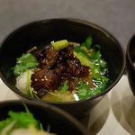 ドンブリオ - 牛すじと三つ葉の茶漬け(小丼セットにて)