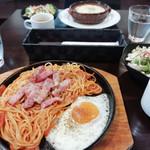 エンター珈琲 - ベーコン&焼きナポリタン^_^ スープサラダついて税込900円!やすっ!