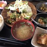 加藤商店 - 日替わりランチ 鶏肉と春キャベツの味噌炒め
