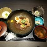 赤坂かこい 別邸 彩華 - 豚の角煮 半熟味玉付け玉子付き全景