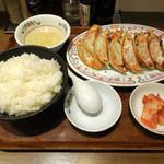 餃子の王将 - ...「餃子定食(740円)」+「ご飯大盛り(100円)」、支払が現金のみと言うのが残念。。