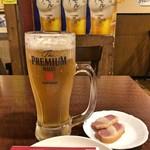 インドカレー&アジアンダイニング居酒屋どんのば - お通し + 生ビール(時間が経ってから撮ったので、泡が減っています)