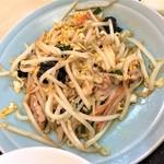 106496741 - 190423火 神奈川 食事処とんぼ 肉とたまごともやしの炒め