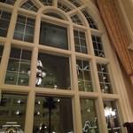 ドリーマーズ・ラウンジ - (2011/12月)すごく大きなアーチ型の窓