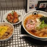 麺処 蛇の目屋 - 鶏煮干そば+鶏めしセット