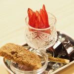 花咲み荼 - RAW8さんの薔薇茶クッキー、台湾台東県オーガニックハイビスカス蜜漬け、台湾パイナップルようかん