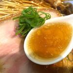 ラーメン屋 トイ・ボックス - 醤油スープ