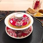 花咲み荼 - お湯はお替り自由です。お替りできるお菓子もございます。
