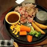 バルム食堂 - スライス肉てっぱん焼き