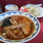 大王 - 料理写真:大王(ターワン) 半チャーハンラーメン